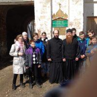 Воспитанники епархиальной воскресной школы города Архангельска посетили древнюю иноческую обитель Каргополья