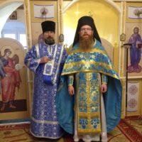 Игумен Феодосий поздравил двух своих насельников с годовщиной хиротонии.